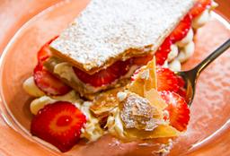 Milhojas de Fresas con Crema y Manjar