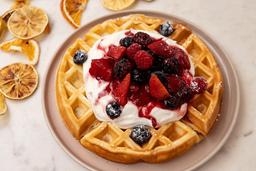 Waffle con Compota de Frutos Rojos y Crema