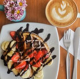 Waffles con Frutas + Cappuccino