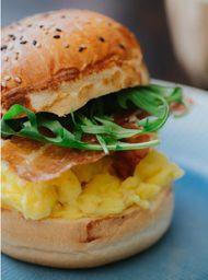 Pan con Huevos Revueltos