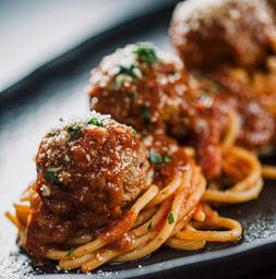 Spaghetti con Albóndigas