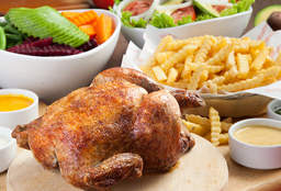 Pollo Mediterráneo Con Ensalada Y Papas