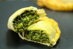 Empanada De Espinaca Y Mozarella