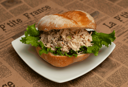 Sándwich de Pollo Apio en Pan Francés