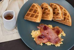 Waffle Huevos y Tocino