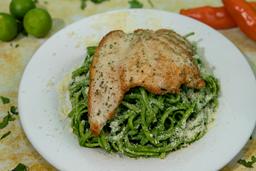 Tallarines Verdes con Pollo a la Plancha
