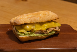 Sándwich de Pollito Casero