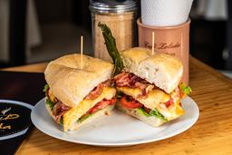 Sándwich de Pechuga de Pollo y Tocino