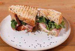 Sándwich de Queso y Jamón Ahumado