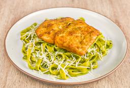 Fettuccini al Pesto con Milanesa de Pescado