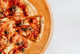 Pizza Carnívora Familiar