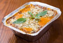 Lasagna + Pan al Ajo + Bebida