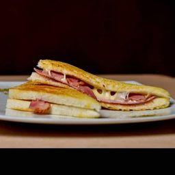 Sándwich Mixto con Tocino