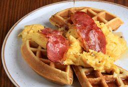 Waffles Belgas, Huevos y Tocino