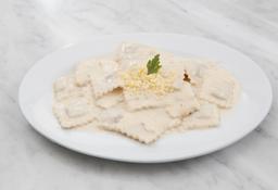 Ravioles de Carne con Salsa Blanca