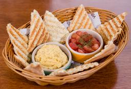 Pan Árabe Integral con Humus y Tomate