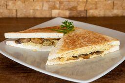 Sándwich de Pollo con Champignones