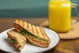 Sándwich La Veggie + Jugo Primavera