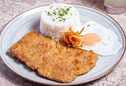 Bistec Apanado con Huevo Frito y Arroz