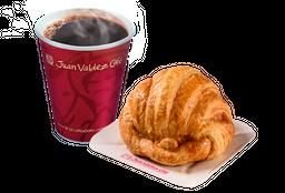 Combo Café y Croissant de  Mantequilla