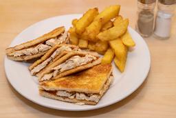Sandwich de Pollo con Papas Fritas