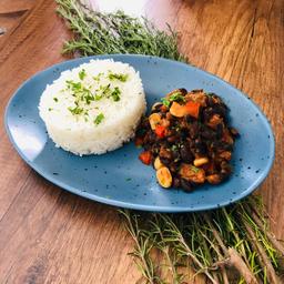 Chili con frejol negro y arroz