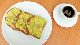 Tostones con Palta + Café