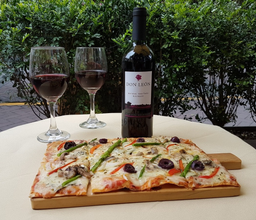 Pizza + Botella Espumante Francés
