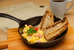 Omelette o Huevo Revuelto con Jamón + Café