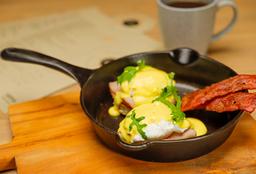 Huevos Benedictinos + Café