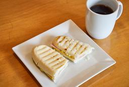 Café Americano Con Panini Mixto