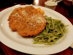 Fetuccini al Pesto con queso y Milanesa