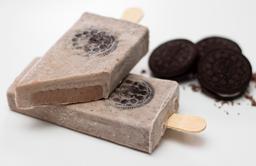 Paleta de Cookies n' Cream con alma de Chocolate