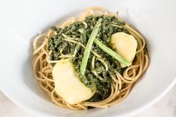 Spaguetti al Pesto con Sabana de Lomo