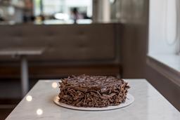 Torta de Chocolate con Manjar Mediana