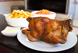 Pollo a la Brasa con Papas y Ensalada