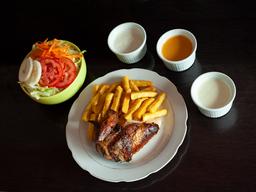 1/4 Pollo + Papas + Ensalada
