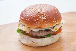 Cheese Burger + Salchipapa + 2 Bebidas