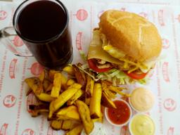Sandwich Pollo Royal + Papas + Bebida