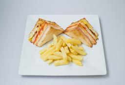 Club Sandwich Mediano (Caliente)