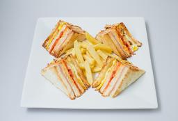 Club Sandwich Clásico Completo (Caliente)