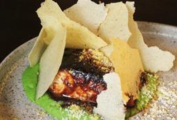 Pesca del Día en Salsa de Miso y Panca con Puré de Arvejas