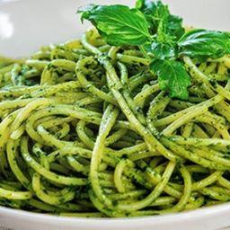 Tallarines Verdes con Filete de Pollo