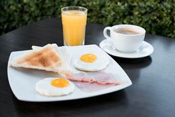 Huevos fritos con Jamón y Tostadas