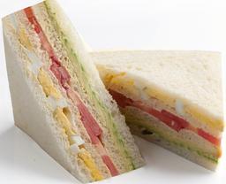 Sándwich Triple Tricolor