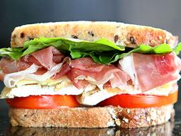 Sándwich Prosciutto y Brie