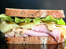 Sándwich de Jamón de Pierna y Queso Suizo