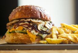 Hamburguesa Peruana + Papas fritas + Bebida