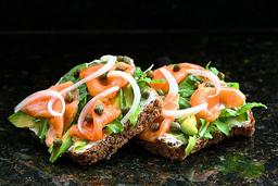 Sándwich Homemade Salmón Gravlax y Queso Quark