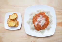 Ravioles de Carne con Salsa Pomodoro